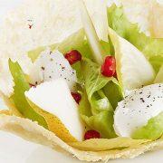 Dentelle de parmesan, salade d'endives, ricotta , mascarpone et poire