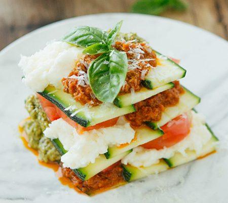 Lasagnes crues aux courgettes et tomates